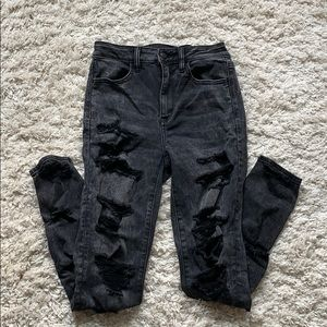 High wasted super ripped black skinny jeans!